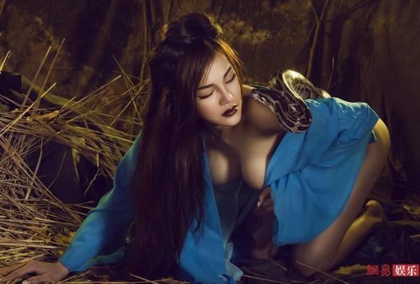 真人版《金刚葫芦侠》中的蛇精扮演者定妆照