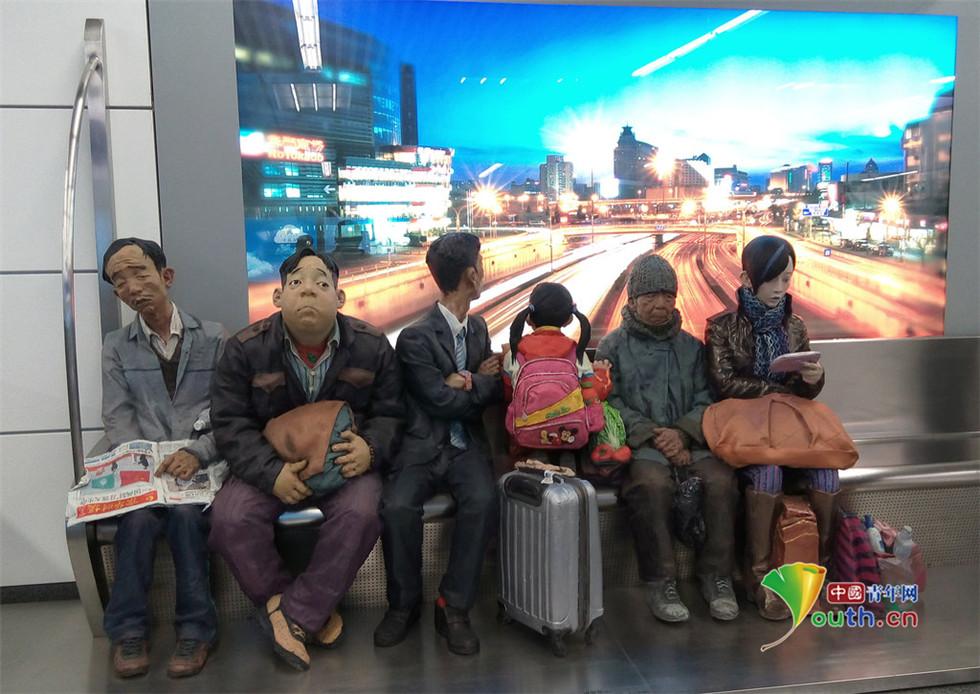 北京地铁14号线雕塑现安全套 被疑软植入