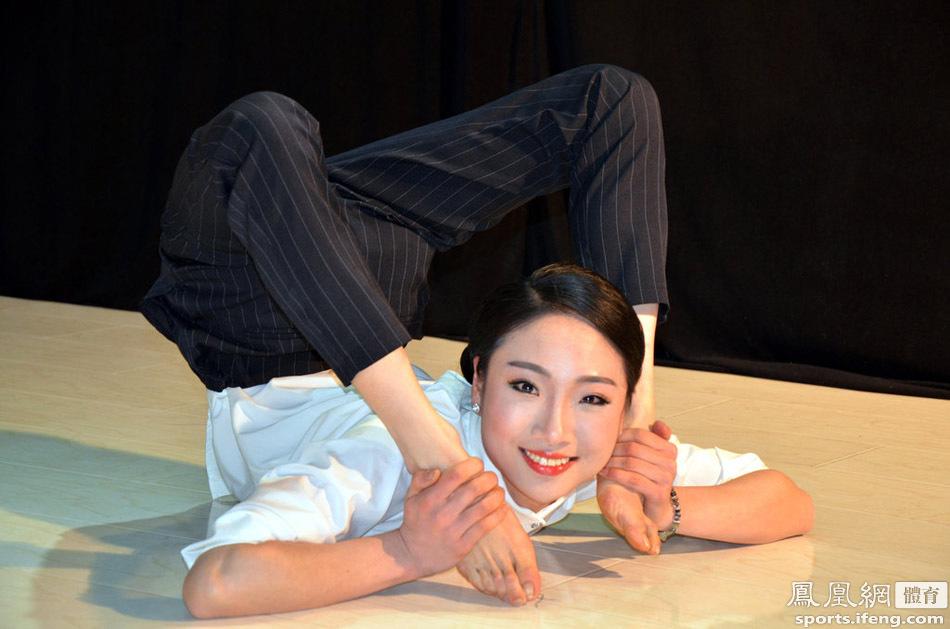 中国第一柔术美女身体对折似无骨 曾刷新世界