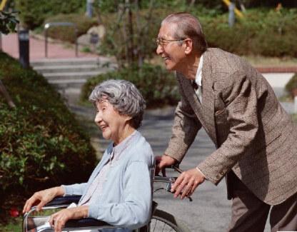 """推进""""医养结合"""",让老人更有尊严地养老"""