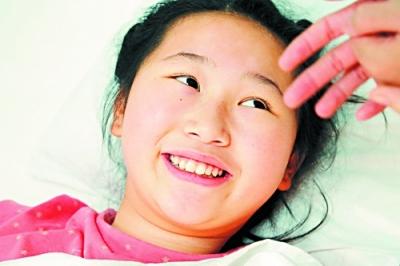 12岁女孩车轮下勇救男童 经6小时手术保住左腿