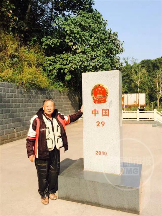 成都67岁老人骑摩托9个月行6国 自带高压锅煮饭