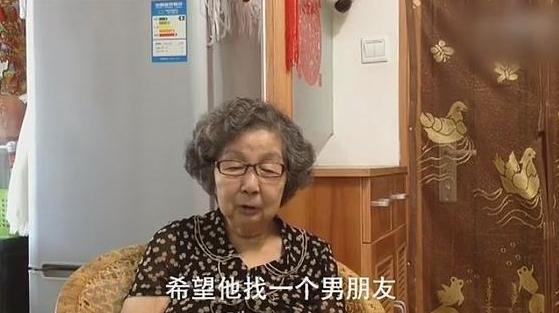 """90岁外婆支持同性恋外孙 获赞""""中国好外婆"""""""