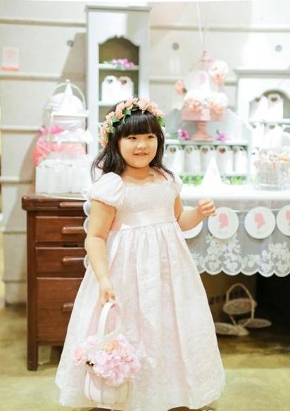 王诗龄韩国庆5岁生日 萌娃胖嘟嘟甚是可爱