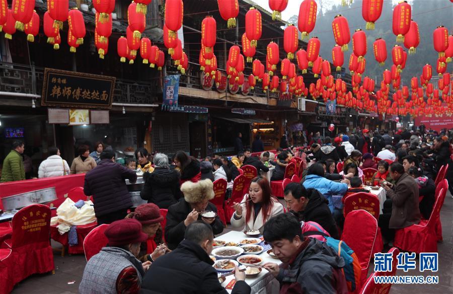 """(社会)(2)四川上里古镇:喜庆""""年猪节"""""""
