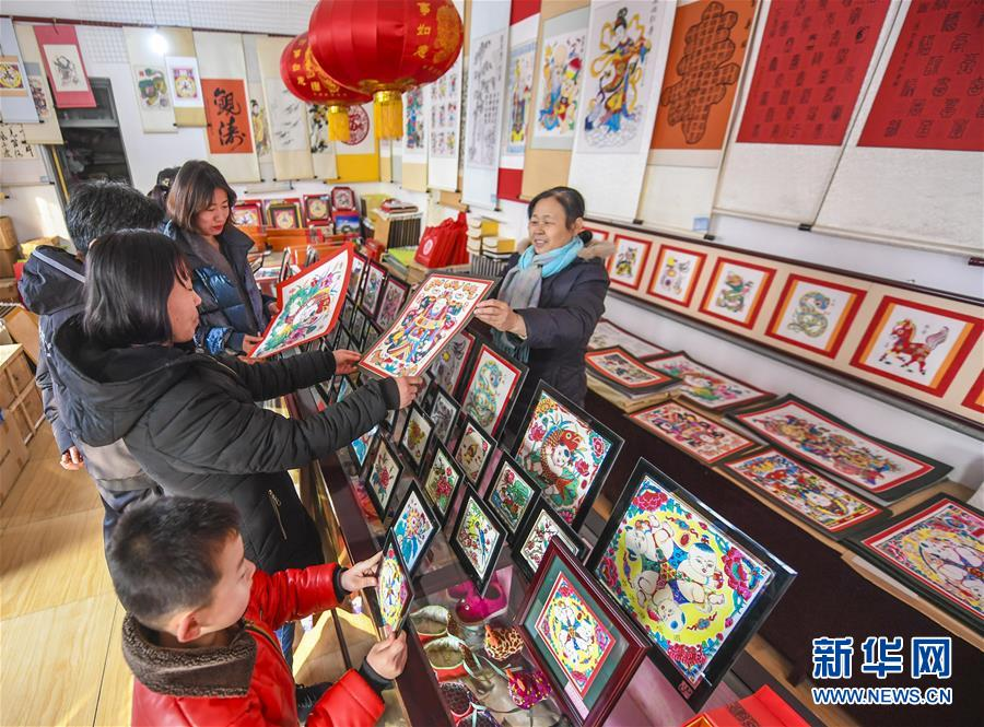 (经济)(1)河北武强:木版年画节前产销两旺