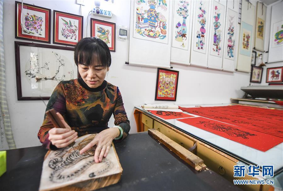 (经济)(4)河北武强:木版年画节前产销两旺