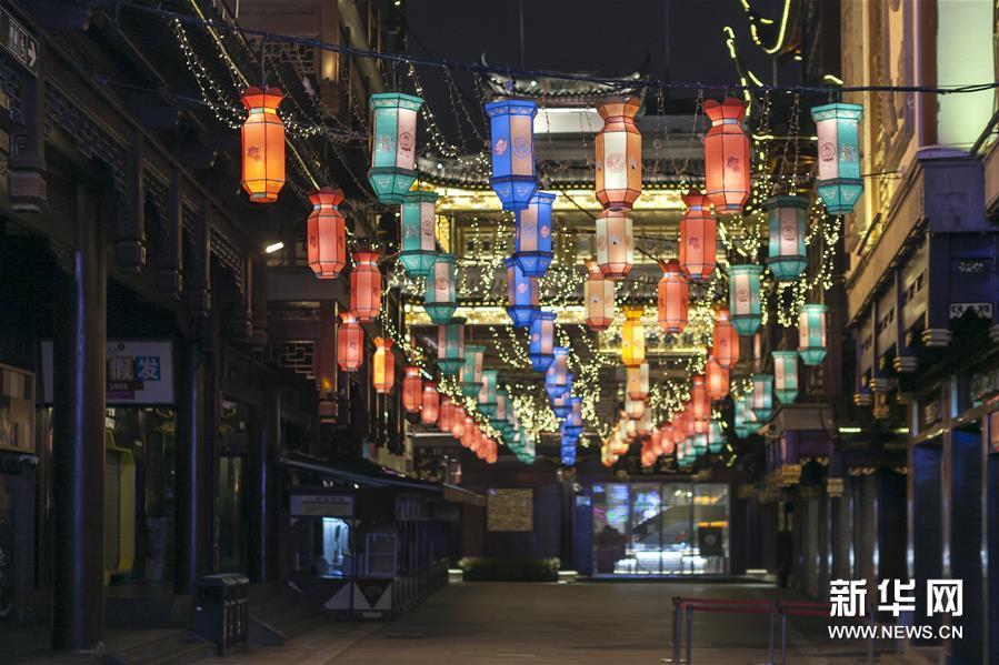 """(聚焦疫情防控)(2)上海:豫园""""云观灯"""" 共度元宵节"""