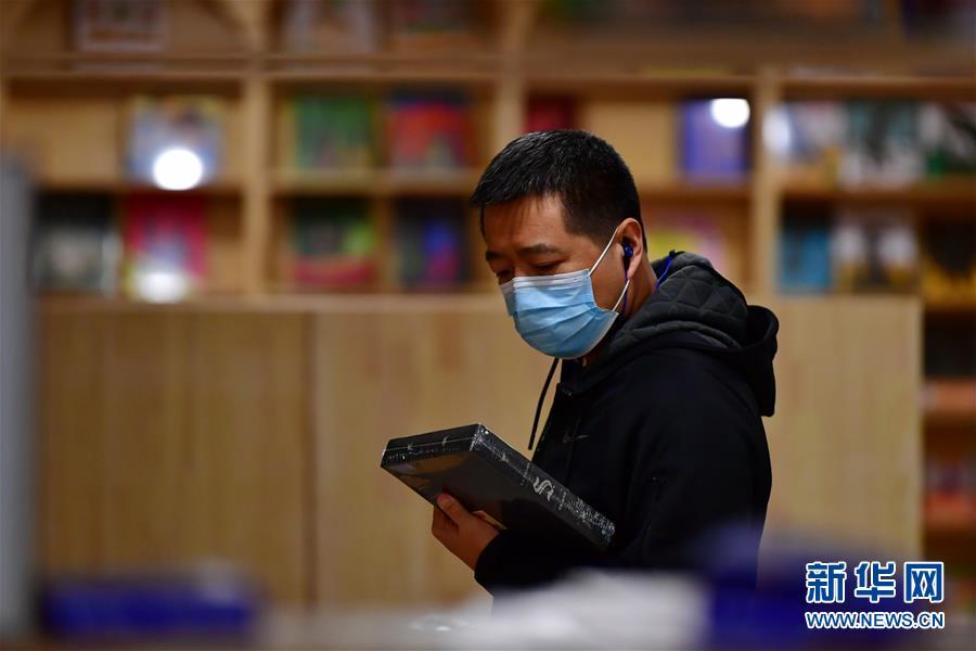 (聚焦疫情防控)(4)山西太原:实体书店逐渐恢复营业