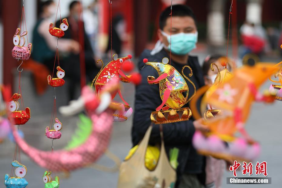 南京传统手扎花灯亮相
