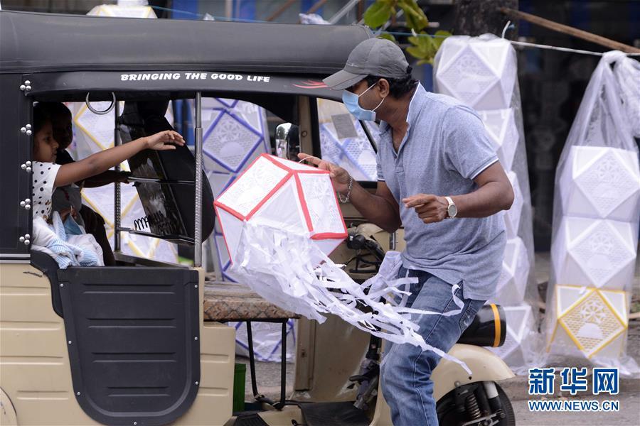 (国际)(2)斯里兰卡:卫塞节前夕灯笼热