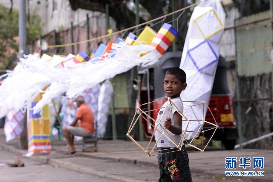 (国际)(3)斯里兰卡:卫塞节前夕灯笼热