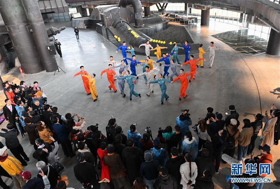 """(社会)(1)北京:首钢园里的""""环境舞蹈""""展演"""