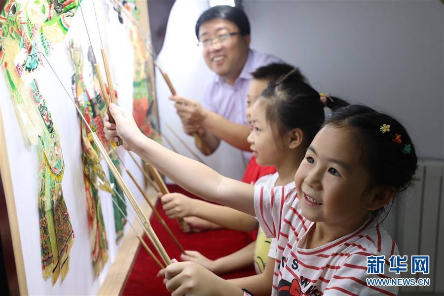"""#(社会)(1)河北唐山:暑假里的""""非遗""""小课堂"""