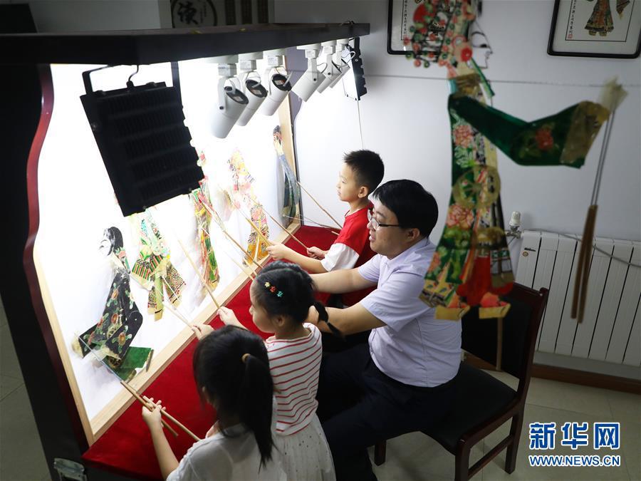 """#(社会)(2)河北唐山:暑假里的""""非遗""""小课堂"""