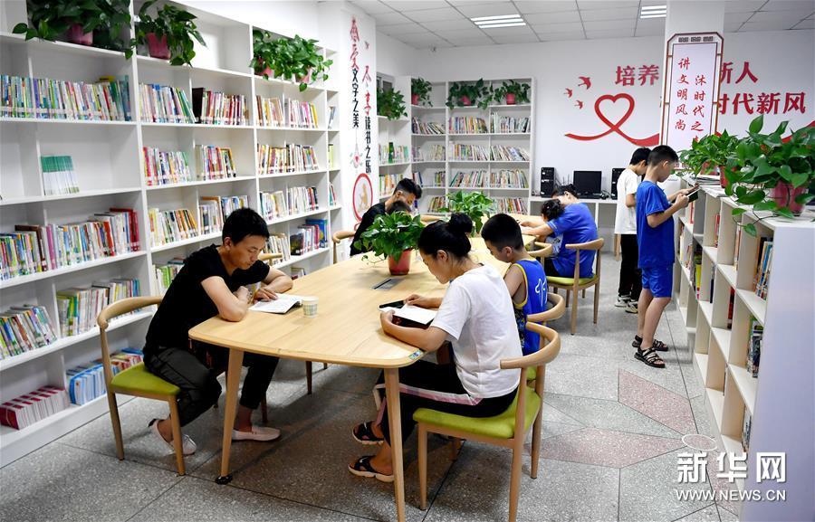 (社会)(2)巴山小城里的24小时自助图书馆