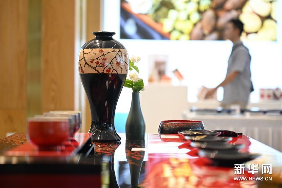 (文化)(3)福州举办大漆茶器展