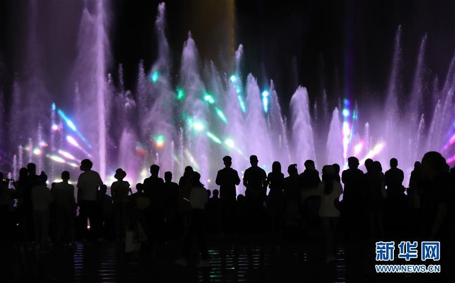 (社会)(2)沈阳:音乐喷泉聚人气 夜市歌舞引客来