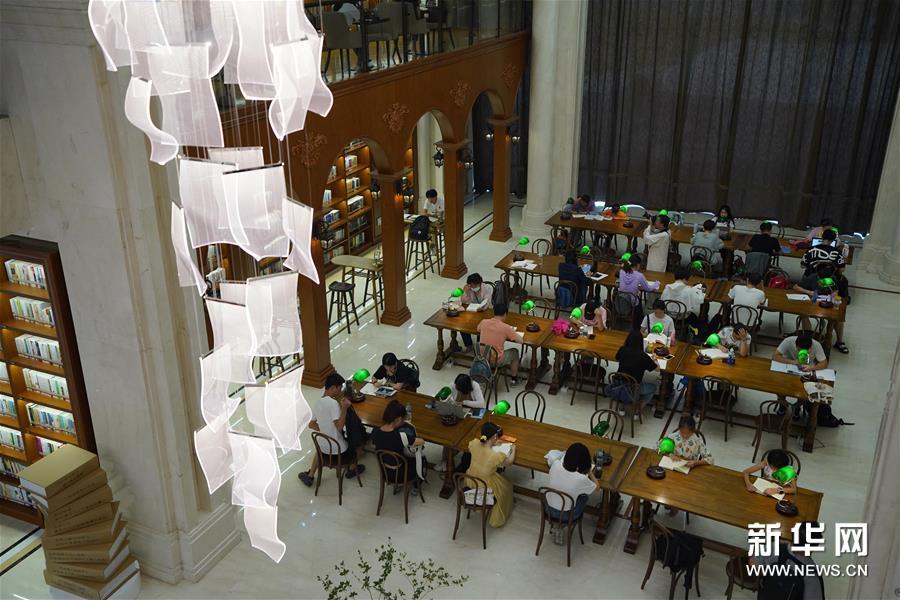 (社会)(5)闹市图书馆打造市民阅读空间