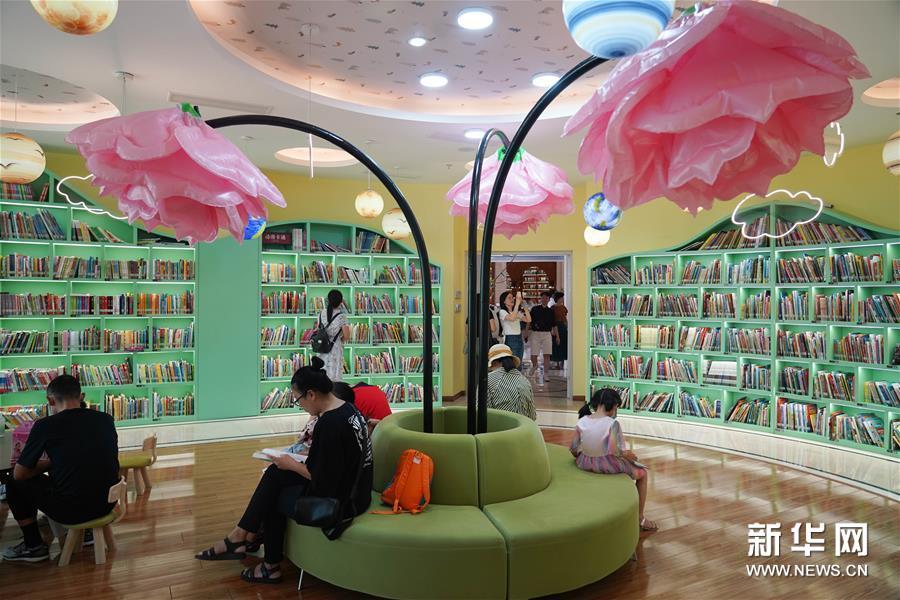 (社会)(3)闹市图书馆打造市民阅读空间