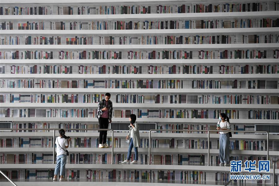 """(社会)(1)天津:""""滨海之眼""""图书馆全面恢复开放"""