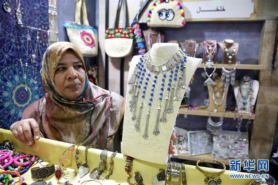 (国际)(1)埃及举办传统手工艺品展