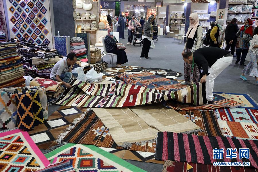 (国际)(2)埃及举办传统手工艺品展