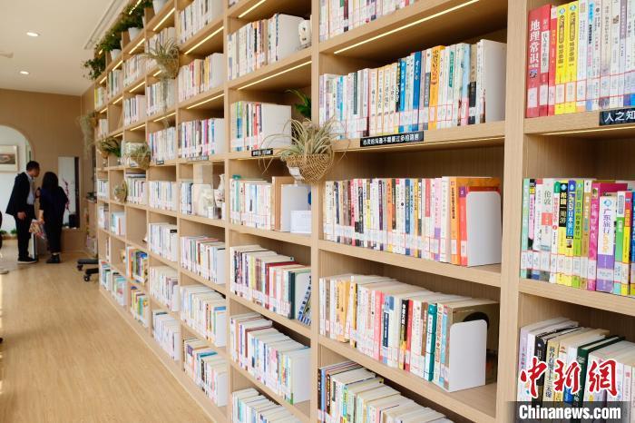 """沪上最美郊野公园开出上海首家""""公园里的书房"""""""