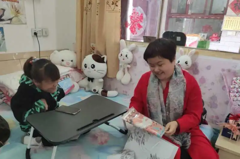 一位耀州学子写给帮扶干部母亲的作文
