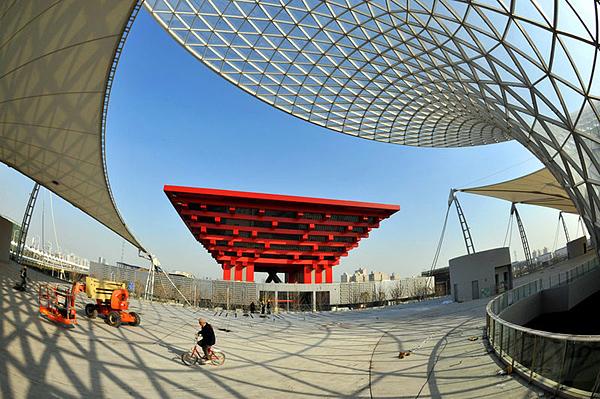看悬空俯瞰世博园区.-上海世博会中国馆竣工