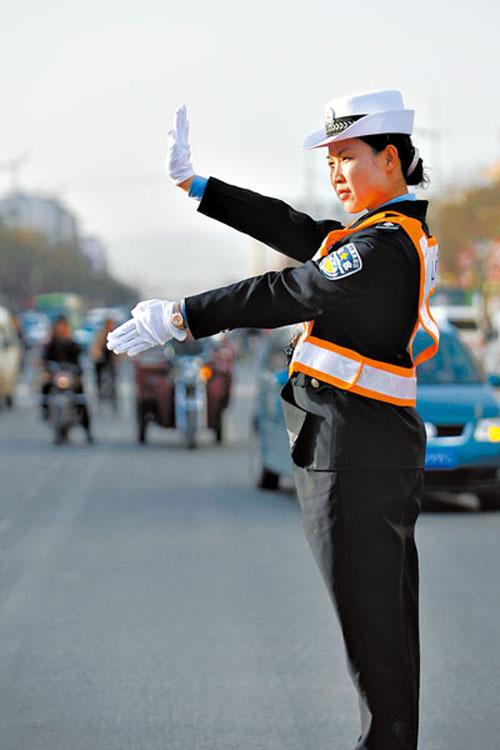 别让最美罚官女交警 只成为一个符号!