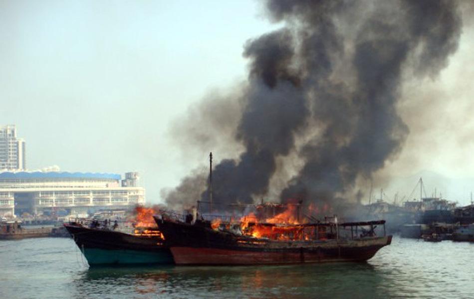 深圳蛇口码头六船连烧