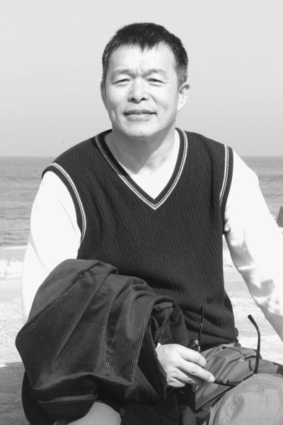 胡鞍钢认为,最重要的是为中国的发展提出建设性建议,而不仅...