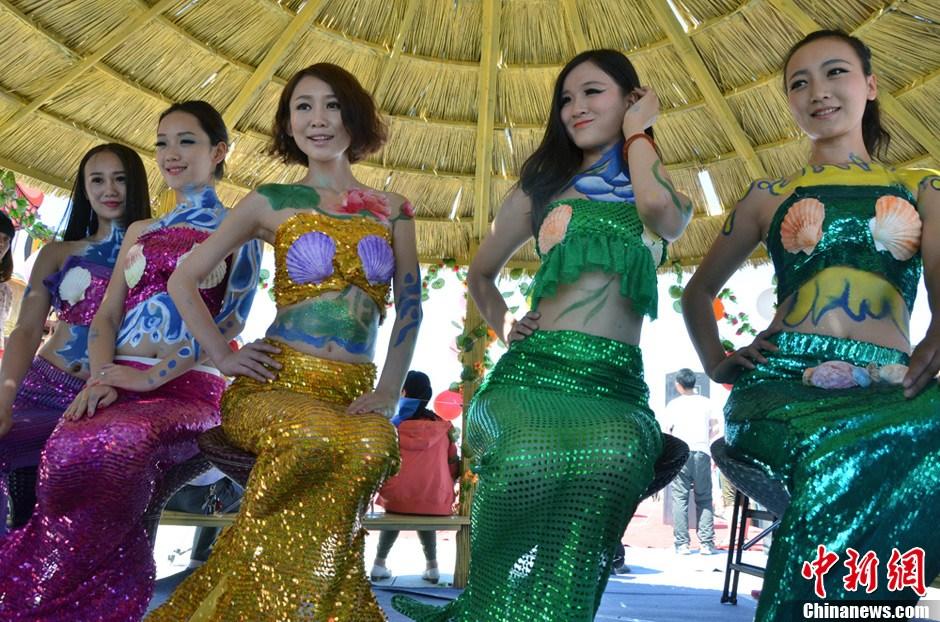 博斯腾湖捕鱼节 美人鱼人体彩绘助阵
