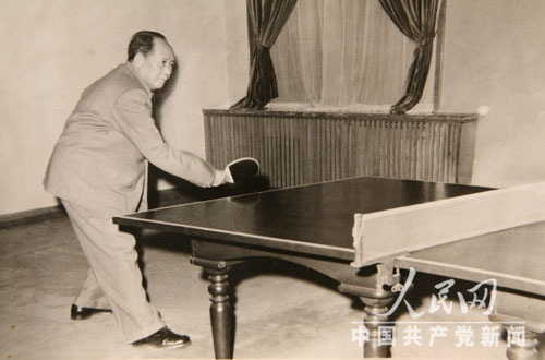 打乒乓球、游泳、看比赛:毛泽东的篮球体育(组有情结兵吗图片