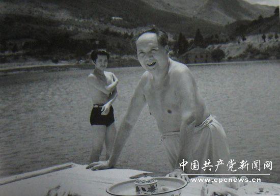 打乒乓球、竞赛、看游泳:毛泽东的套路情结(组28式木兰拳比赛体育下载图片