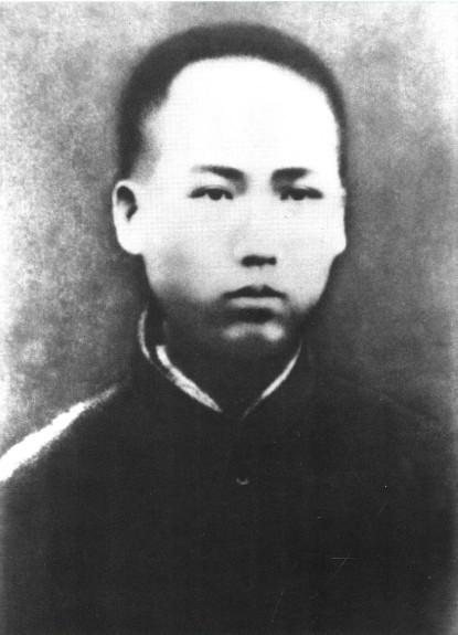 1913年,在湖南省立第四师范学校求学时的毛泽东。