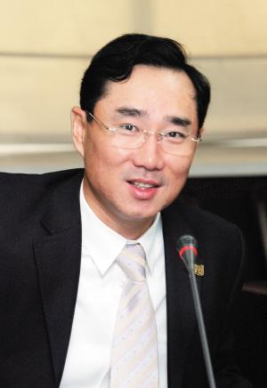 左晔委员 经济地位与免签待遇不匹配 建议按地区跟各国商谈