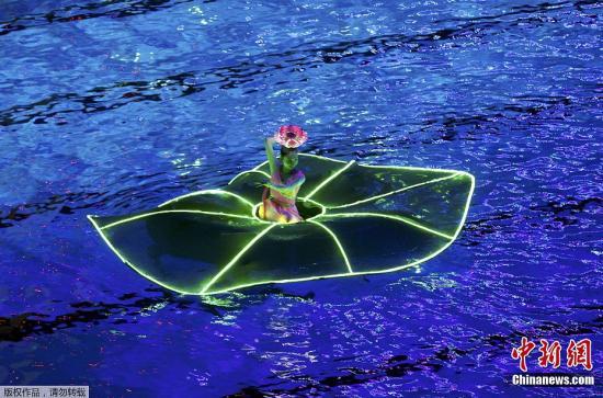 7月16日晚,第十四届世界游泳锦标赛开幕式在上海东方体育...