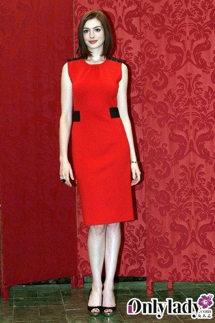 看安妮海瑟薇超美红裙搭配