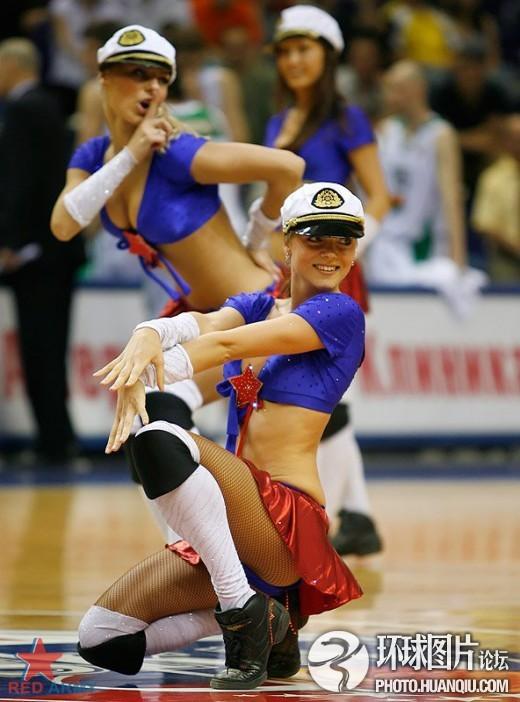 组图:NBA啦啦队囧图抓拍 走光赘肉 美女瞬间变