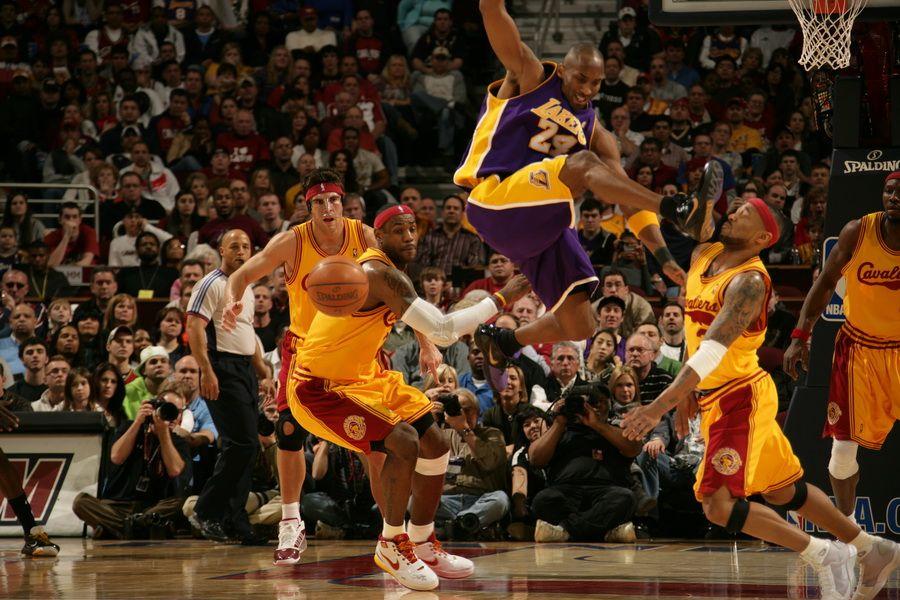 盘点NBA球员腿脚功:艾弗森劈腿 断子绝孙 小兄