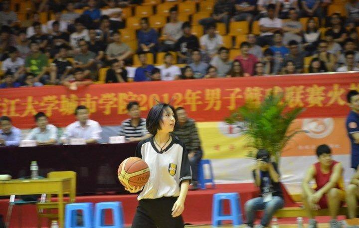 篮球美女裁判似赤木晴子
