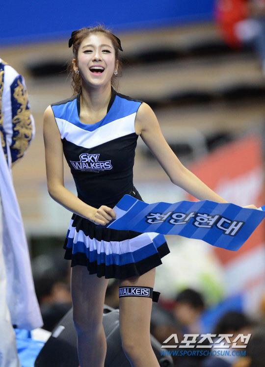 高清:韩国篮球宝贝性感皮裤热舞 秀身姿 热