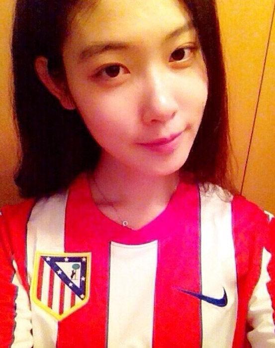 欧冠直播抢镜 马竞女神竟是中国女球迷 足球