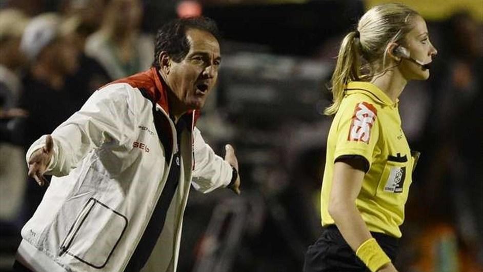 巴西美女边裁执法国内顶级联赛走红 综合体