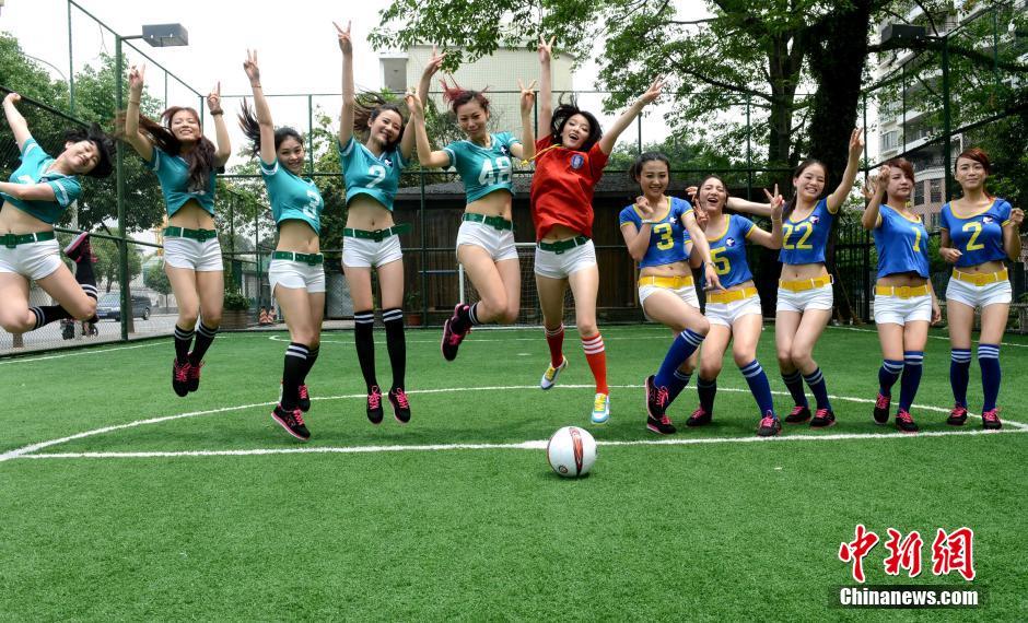 福州上演美女足球赛 为世界杯预热图 综合