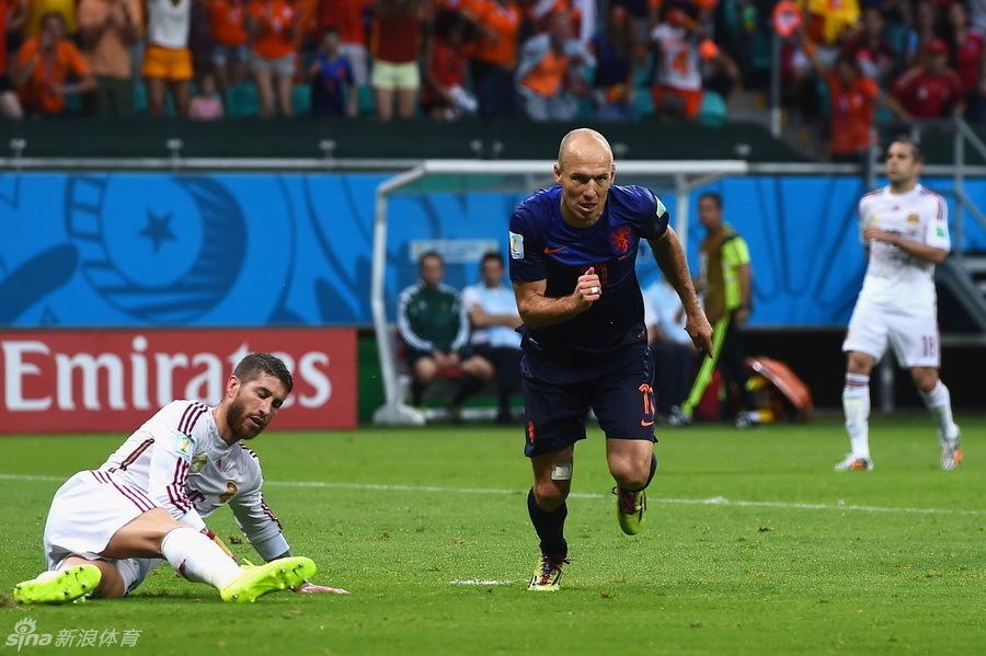 荷兰5-1狂胜西班牙(55)_2014巴西世界杯
