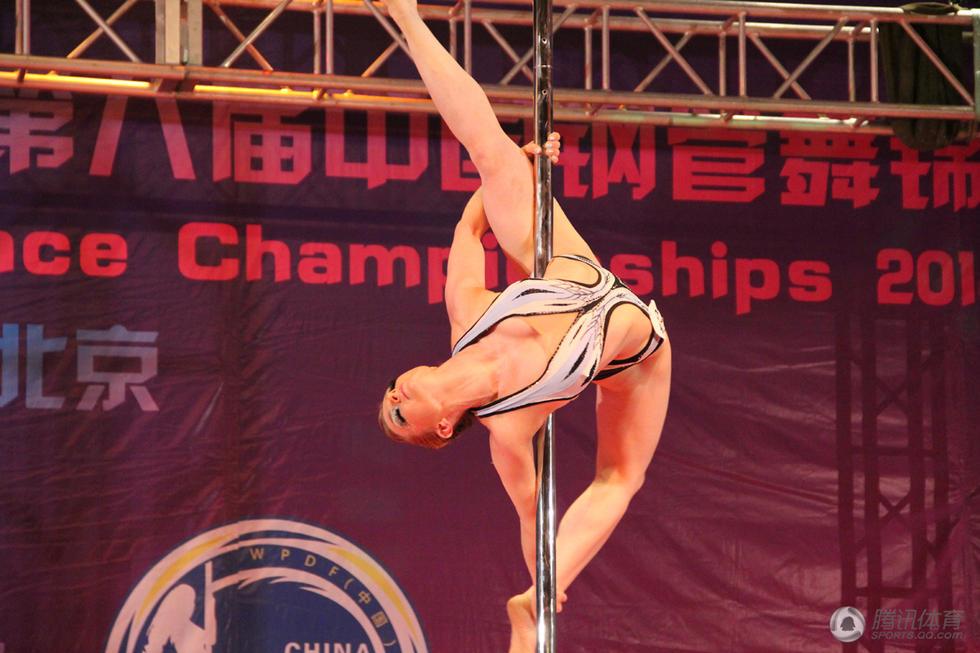 俄美女中国钢管舞赛夺冠 曾是蔡依林老师 综