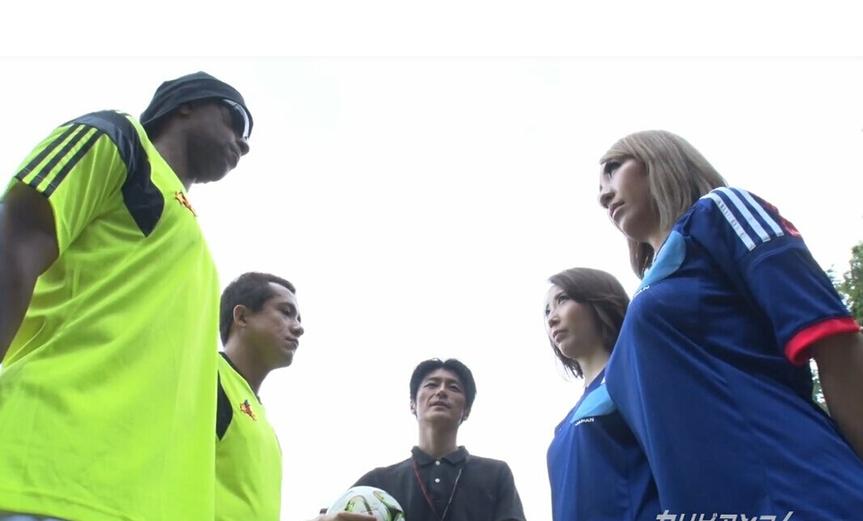 日本拍AV世界杯5男女野战 男主角神似小罗8